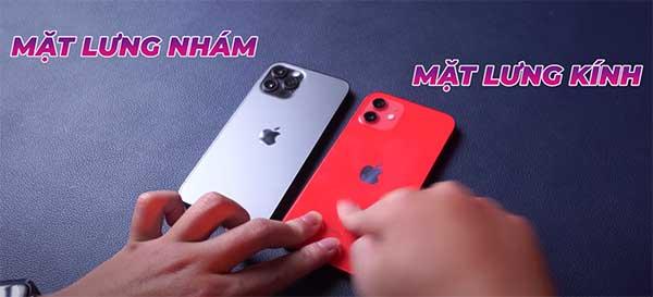 So sánh mặt lưng iPhone 12 và 12 Pro